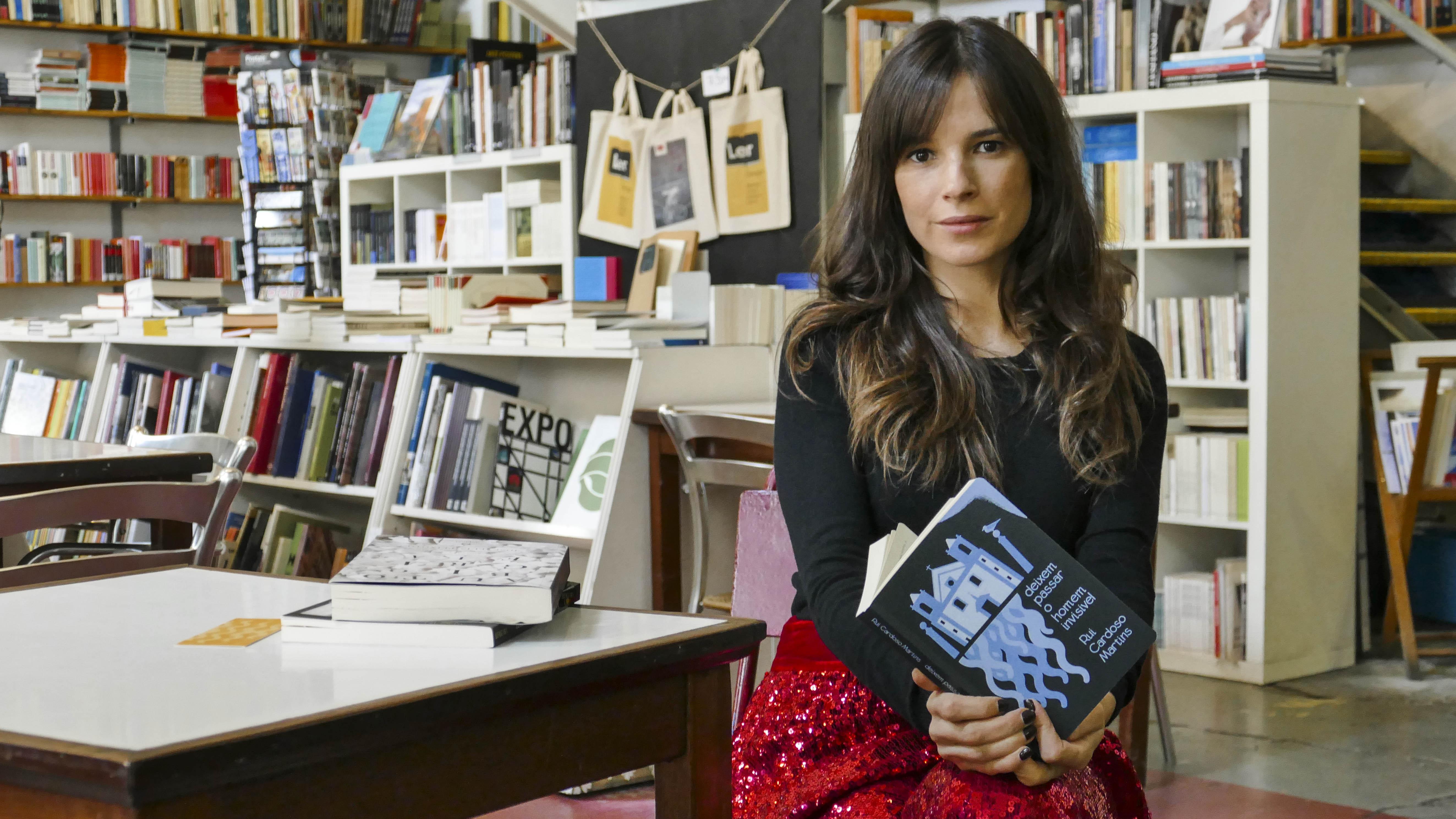 """Filipa Martins celebra 10 anos do livro """"Deixem Passar o Homem Invisível"""""""