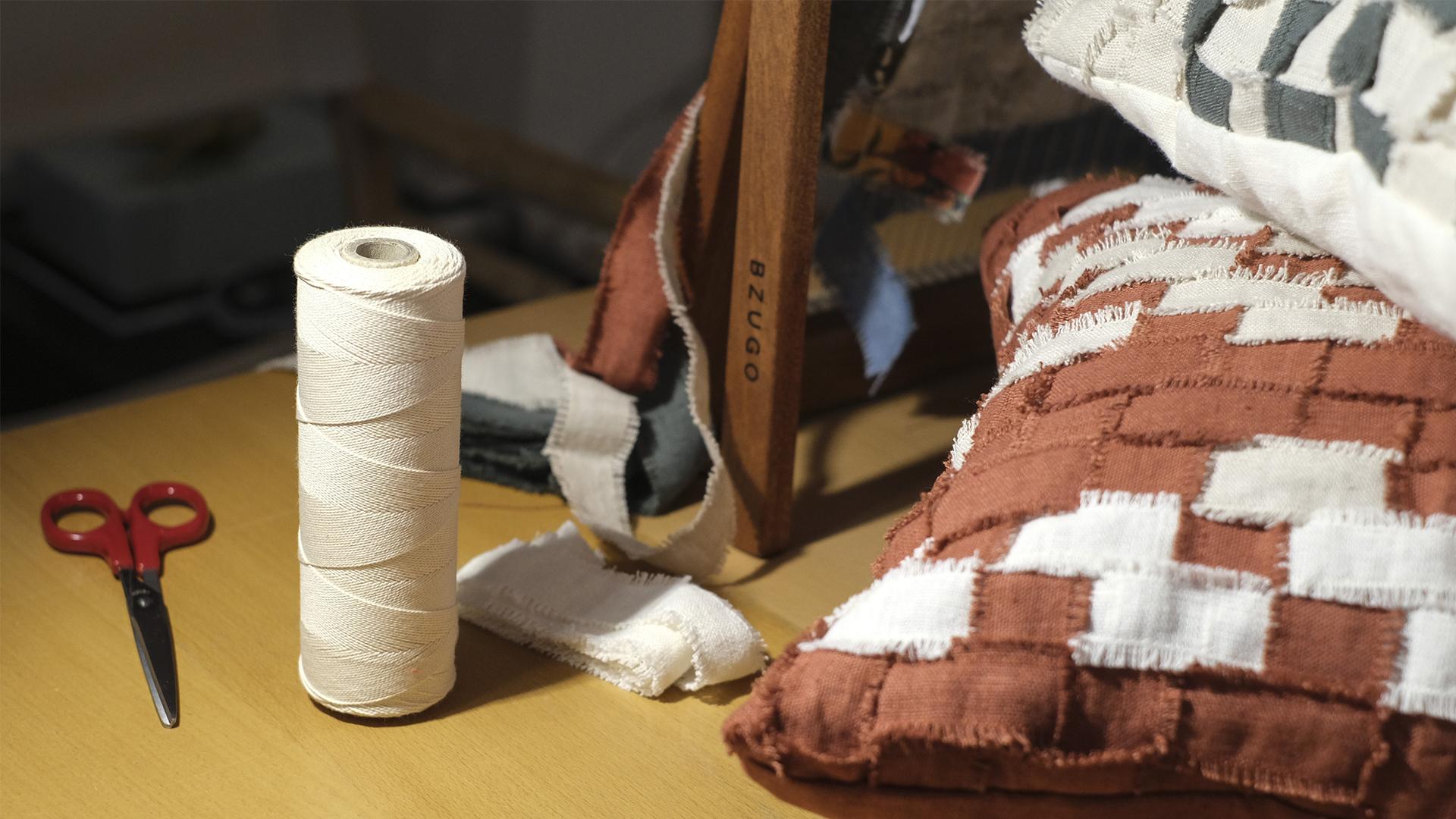Mariana despediu-se durante a pandemia para criar uma marca de tapeçarias feitas à mão