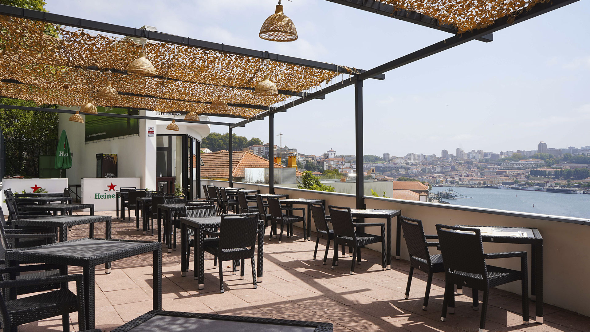 O miradouro no Porto que o vai fazer esquecer o confinamento